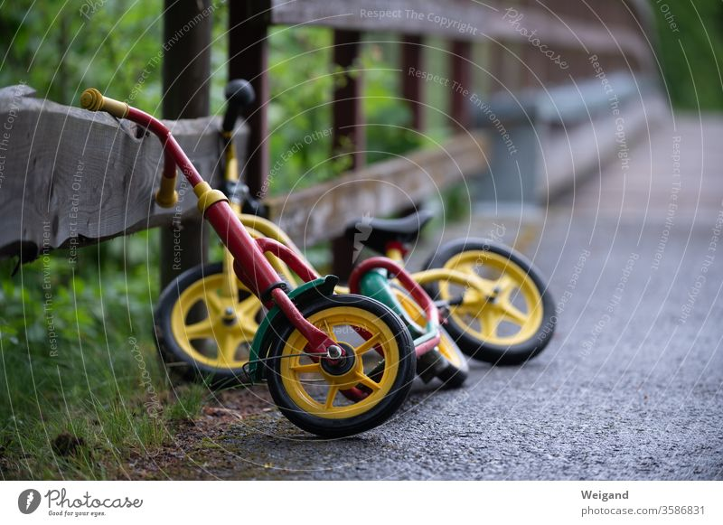 Wheels of children impeller Driving Means of transport Child kita Kindergarten Elementary school wax Street Transport Traffic infrastructure Speed Road traffic