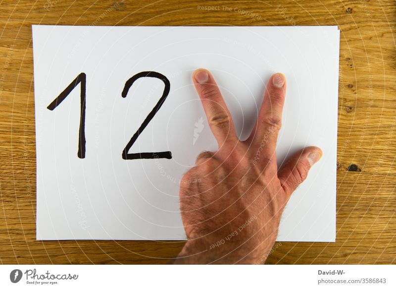 1 2 3 - to count to three / all good things are three all good things come in threes figures by hand ertens secondly thirdly number Fingers especially