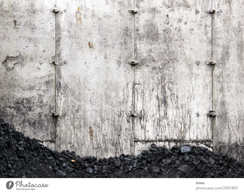 Coal store Places Wall (building) warehouse Heap Dirty Wall (barrier) mark Energy Energy industry Fossil Energy fossil fuels Fuel Concrete heating material