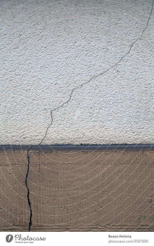Precise crack detection: continuous crack in masonry Wall (barrier) Wall (building) Colour photo Architecture Pedestal Concrete Crack & Rip & Tear defective