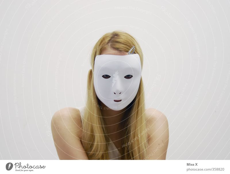Human being Woman Child Youth (Young adults) White Young woman Adults Face 18 - 30 years Feminine Emotions Moody Blonde Smiling 13 - 18 years Mysterious