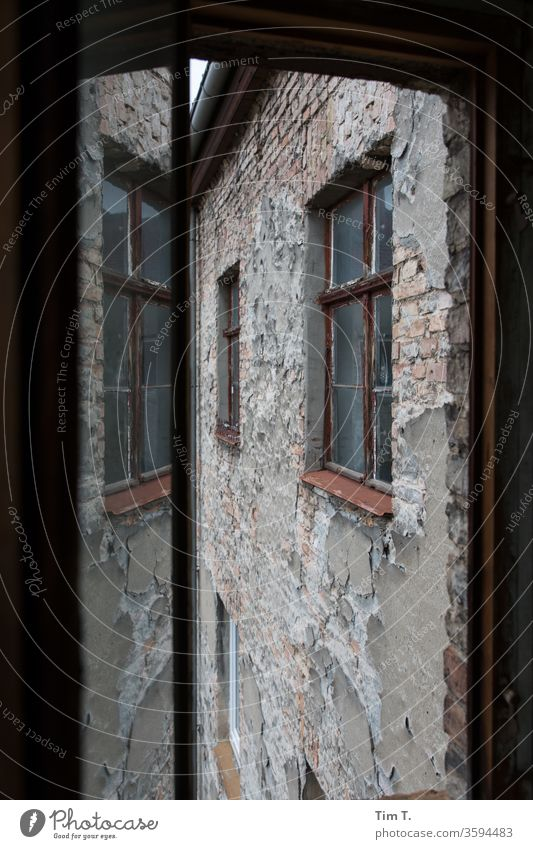 Backyard Berlin Window Reflection House (Residential Structure) Facade Colour photo Deserted Architecture Manmade structures Downtown Old town Capital city Day