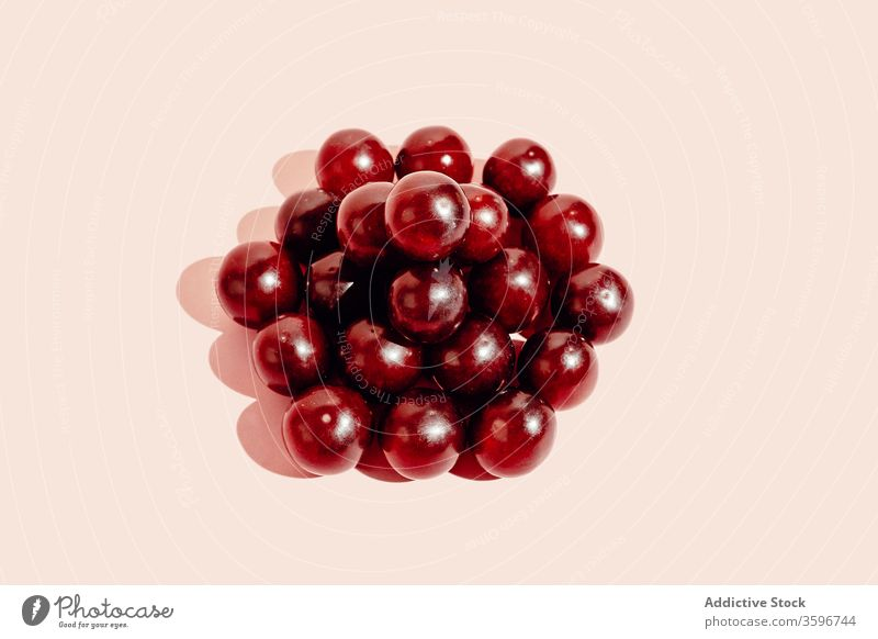 Grapes placed in stack on pink background grape pile minimal fruit ripe healthy food studio vitamin delicious fresh tasty organic sweet natural nutrition diet