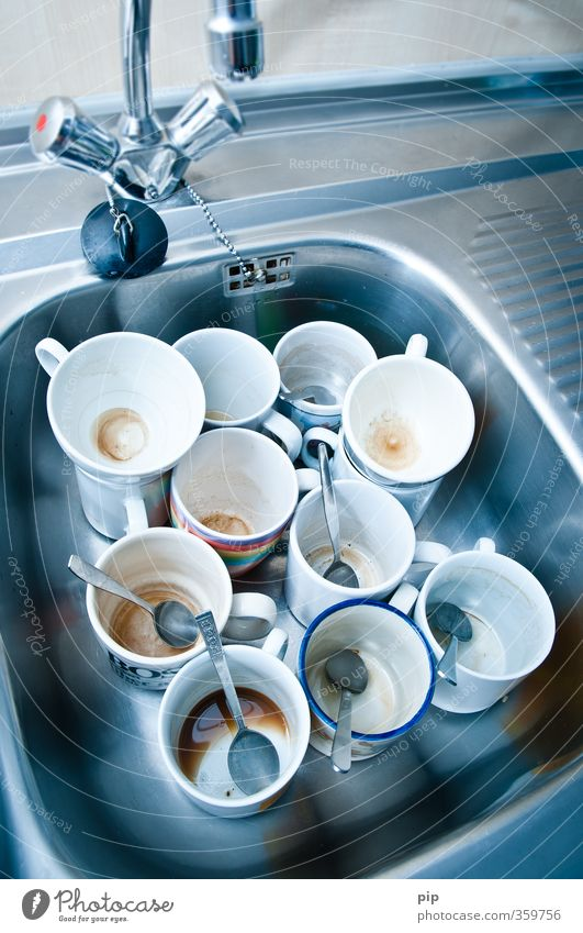 No more cups in the cupboard. Kitchen Kitchen sink Tap Cup Coffee cup Teaspoon Crockery Trashy Full Second-hand Dirty Empty Old Do the dishes Office waste Patch