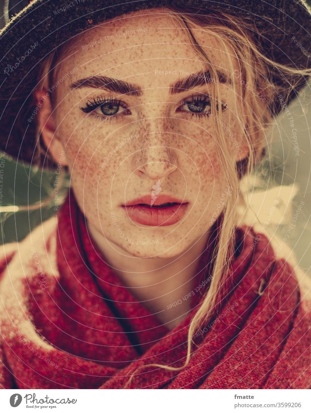 Young woman with freckles, hat and red scarf Face of a woman peel Hat Freckles wisp Blonde Beauty & Beauty Looking into the camera peer portrait