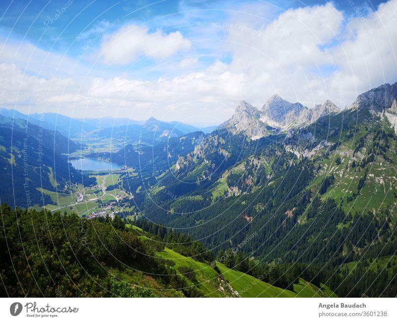 Blick ins Tal mit See und Bergspitzen Valley Alps Alpine Hiking hike Forest Wanderlust Wanderung Wandern berg Berge Aussicht Clouds Lake Mountain Nature