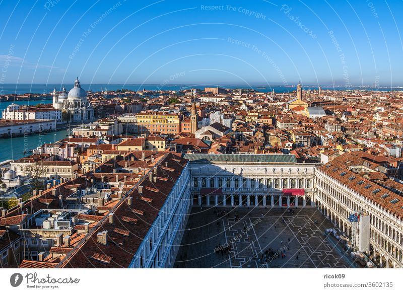 Historical buildings in the old town of Venice in Italy St. Marks Square Piazza San Marco Church vacation voyage Town Architecture House (Residential Structure)
