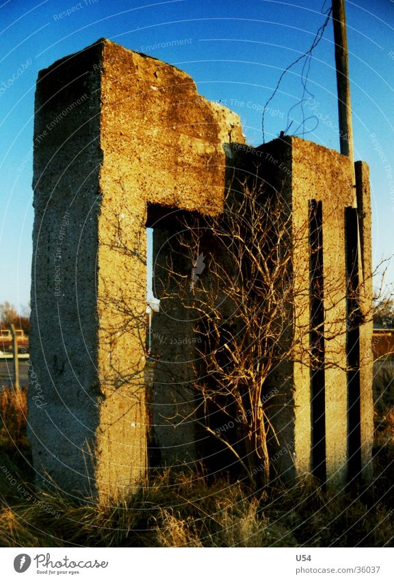 Sky Sun House (Residential Structure) Architecture Concrete Ruin War Attic