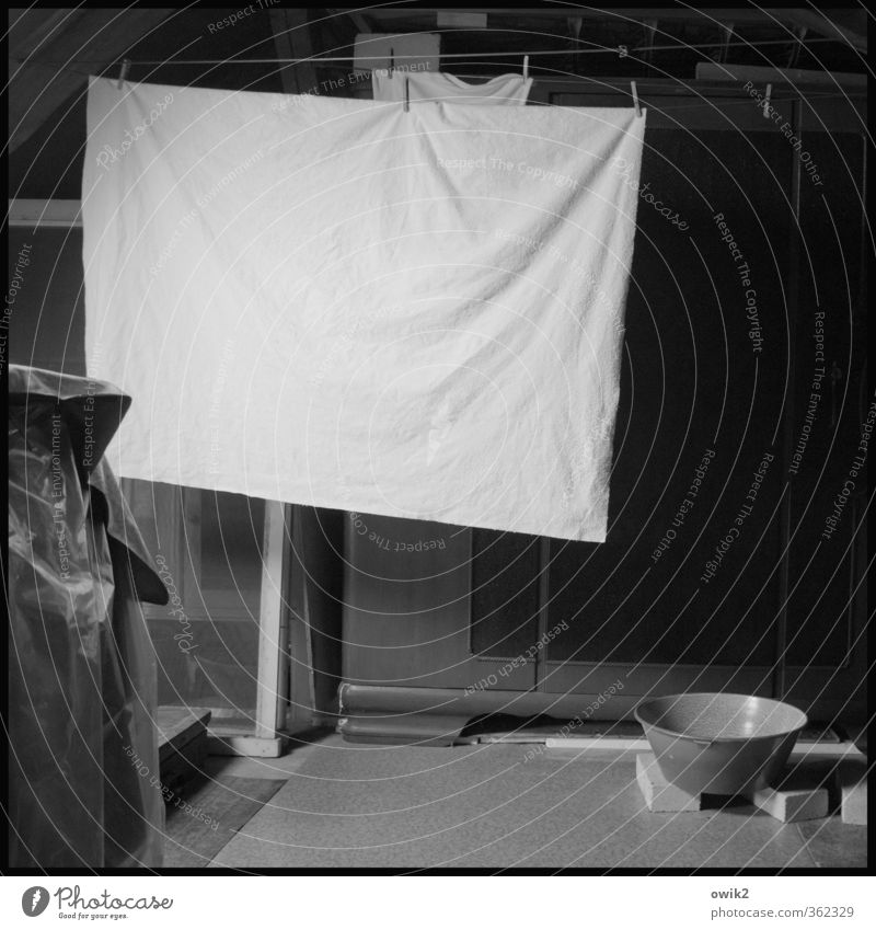 Old Calm Dark Room Gloomy Clean Serene Hang Bowl Boredom Dry Laundry Stagnating Patient Endurance Clothesline