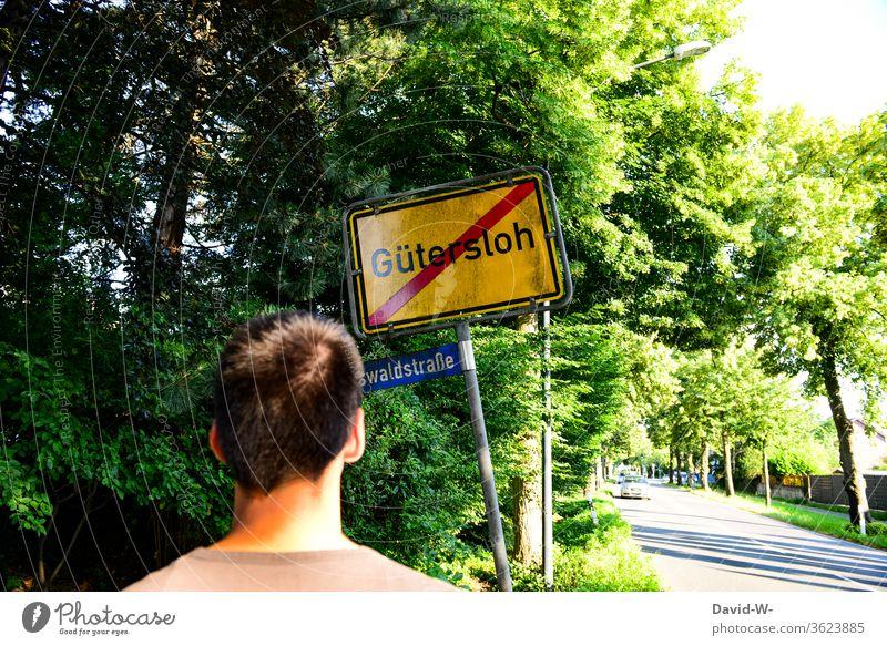 Man stands in front of the Gütersloh city limit sign Rheda-Wiedenbrück Oelde cordon keep sb./sth. apart gap Safety covid-19 Tönnies Hotspots Corona hotspots