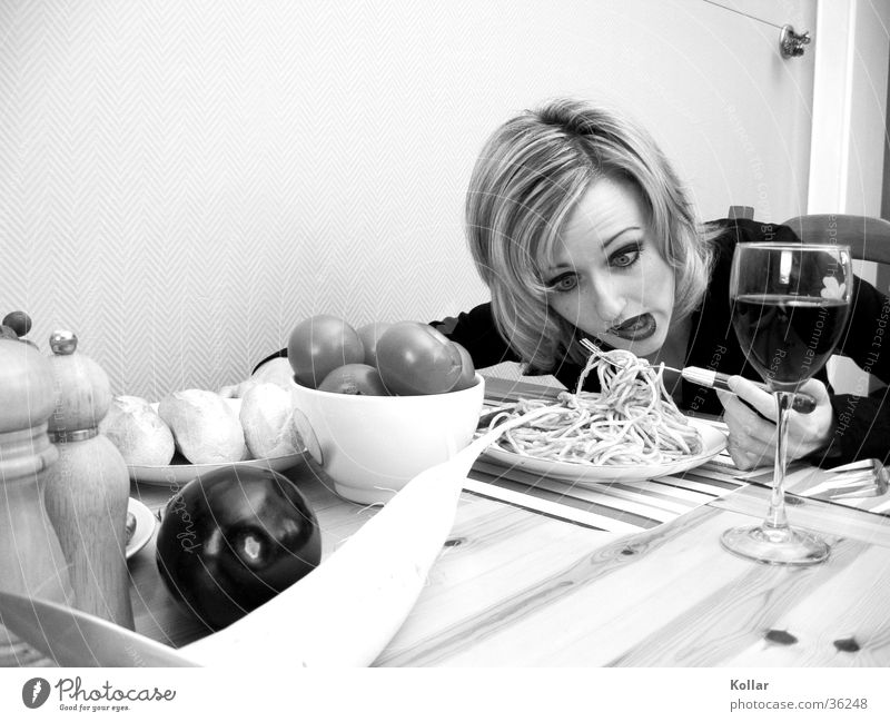 Food culture 22 Human being Nutrition Poison Death Eating Poisoned Wine glass Blonde Woman Noodles Black & white photo Facial expression