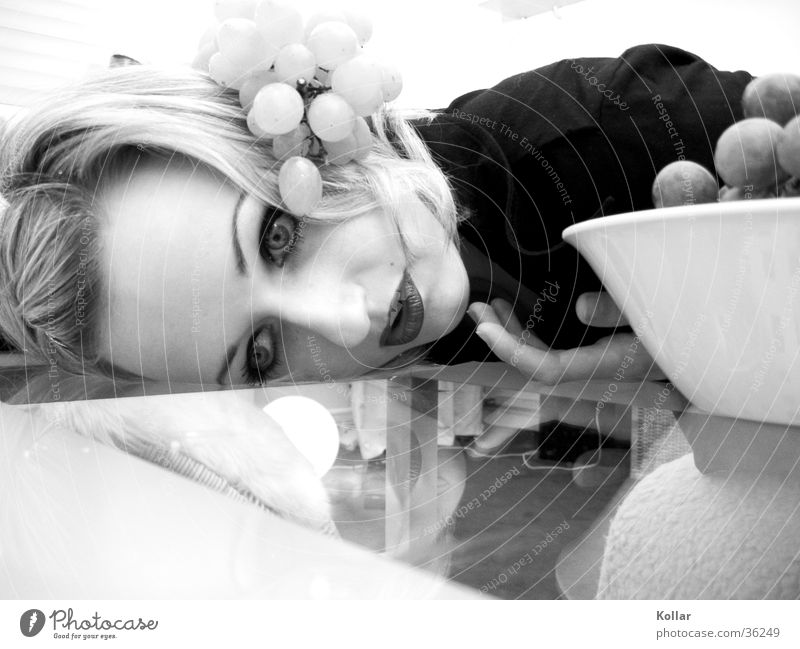 Food culture 21 Human being Nutrition Poison Death Poisoned Close-up Bunch of grapes Mirror image Reflection Alarming Alcohol-fueled Blonde Black & white photo