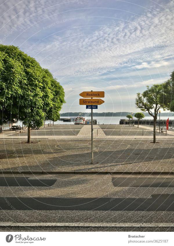 Guide - Road - Decision - Ribnitz-Damgarten Road marking Direction Street Transport Decide cloud Sky Lake High-Key pavement Asphalt