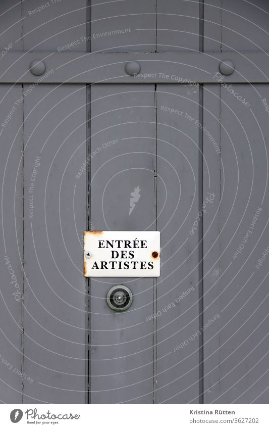 entrée des artistes artificial entrance door side entrance Back door Wooden door Peephole spy Entrance sign Clue Artist Theatre French Access Admission Insight