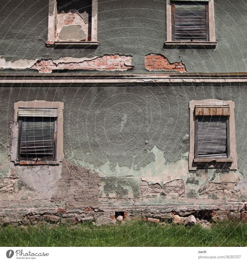 7 days through Brandenburg - don't look so gloomy, old house House (Residential Structure) Old Broken Decline Ruin built Destruction Wall (barrier) Facade Past