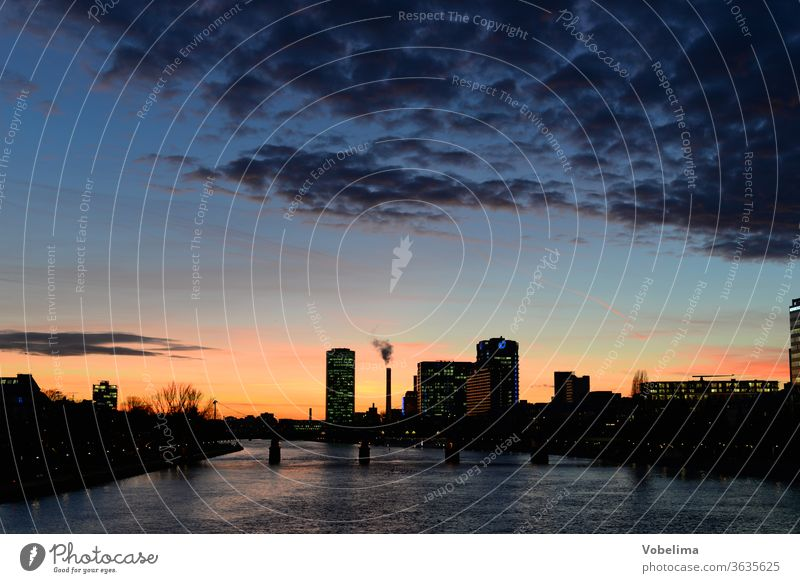 Frankfurt am Main, in the evening Evening High-rise high-rise city evening mood Town City Skyline Rhein-Main area Hesse Germany brd HDR River bank Industry