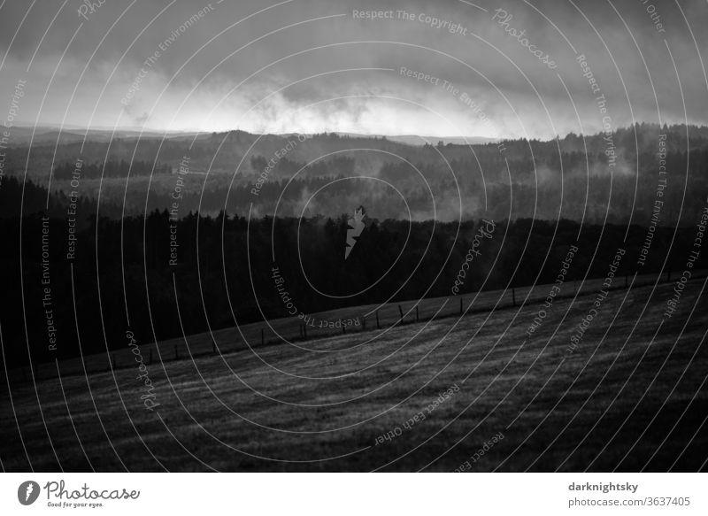Wildenburgisches Land in Rheinland-Pfalz Westerwald Regen Landschaft Weide Zaun Weite Ferne Natur Wandern Erholung Still Himmel Wasser Baum Leben Detail düster