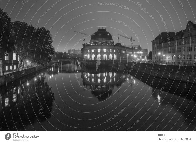 Night on the Spree Berlin Architecture Town Deserted Manmade structures Tourist Attraction Downtown built Middle Germany Exterior shot Capital city