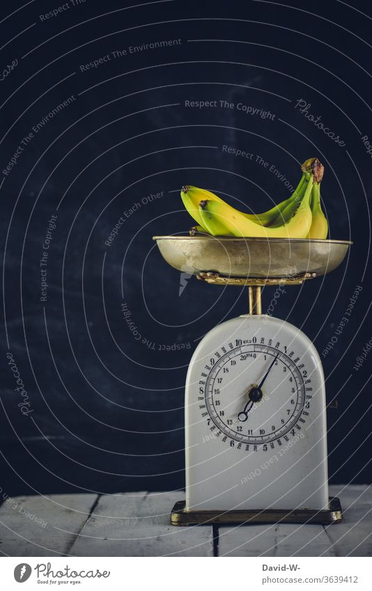 Fruit - bananas lying on a scale Man Scale Weight determine read Reading Bananas figures kg Pound Display precise Accuracy fruit Preparation Baking Colour photo