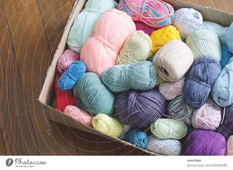 cardboard caron with many colourful balls of wool Wool Wool scraps Ball of wool Many variegated colored diverse Handcrafts Knit Crochet DIY Leisure and hobbies