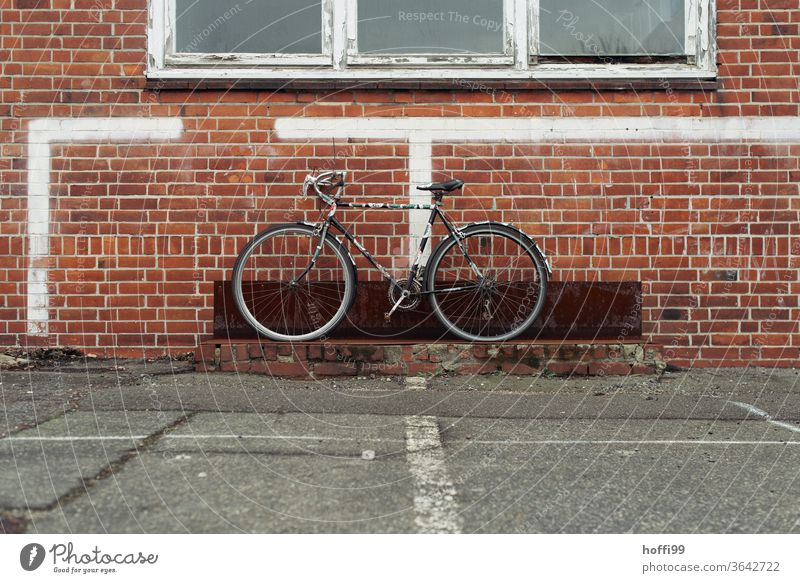 the old bike is waiting to be picked up - whereby it visually enriches the dreary surroundings considerably. Bicycle Bicycle rack Cycling Parking Wheel