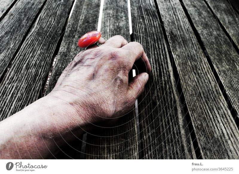 Although decorated with a chic red ring, the old woman in the coffee garden waits in vain for her rendezvous. by hand Bistro table Café Jewellery cramped