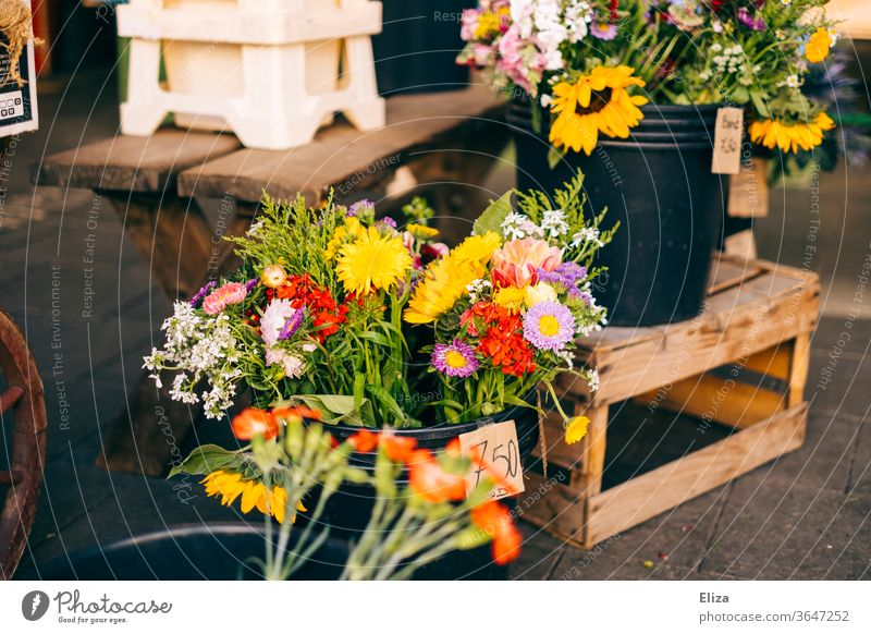 Colourful flowers and bouquets for sale at a flower stand Bouquet Flower stall Bouquets Spring variegated florist Markets vernally Mother's Day business