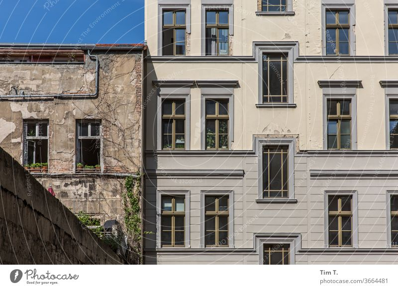 Backyard Prenzlauer Berg Deserted Exterior shot Town Window Old building Berlin Manmade structures Old town Colour photo Day Capital city Downtown