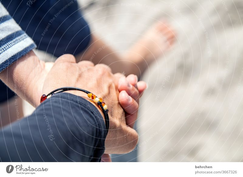 hand in hand on the beach guard sb./sth. To hold on Fingers Emotions Contentment Safety (feeling of) luck Together in common proximity Trust Protection by hand