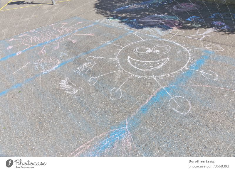 Children and Corona corona Children's drawing Street painting Playing Schoolyard Dealing with the pandemic