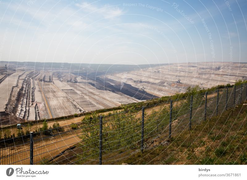 Hambach opencast lignite mine, on the edge of the opencast mine, opencast lignite mine Soft coal mining Controversial carbonize Fossil Energy Climate change