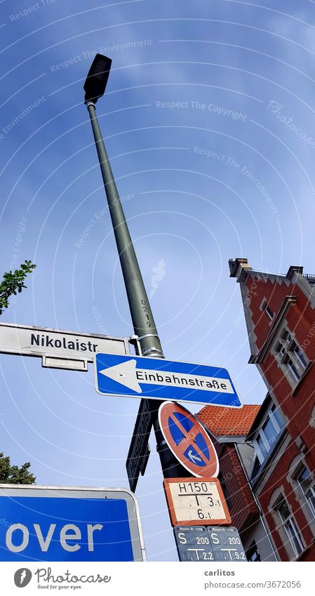 is over Street street sign No standing One-way street pediment Facade Brick Goettingen Wall (building) Signs and labeling Bans Road sign Signage Lanes & trails