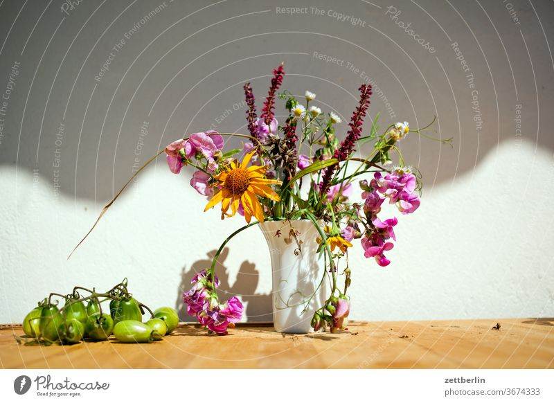Small bouquet of flowers Flower vase Vase Bouquet Ostrich blossom bleed Relaxation holidays Garden allotment Deserted Nature Plant tranquillity Garden plot