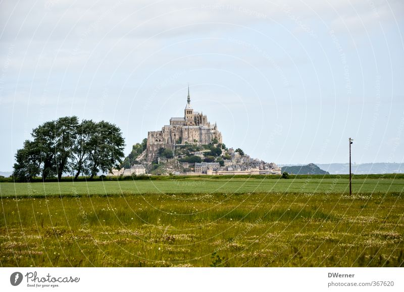 Le Mont-Saint-Michel Vacation & Travel Tourism Sightseeing Island Architecture Landscape Meadow Mountain Church Dome Castle Tower Manmade structures Building