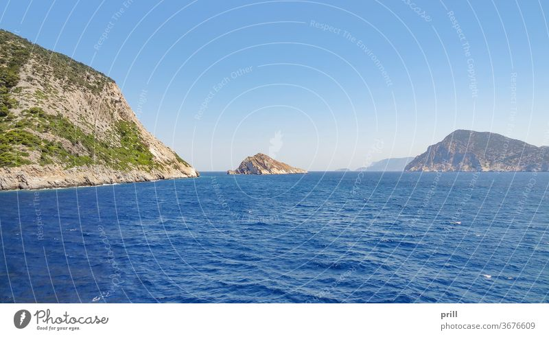 islands near Skopelos insel sporaden Ägäisches meer ozean thessalien wasser skopelos griechenland felsformation felsig sommer reise tourismus landschaft außen
