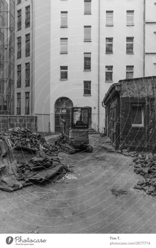 turn old into expensive Berlin Backyard Redevelop Prenzlauer Berg Old building Courtyard Black & white photo Deserted House (Residential Structure) Town