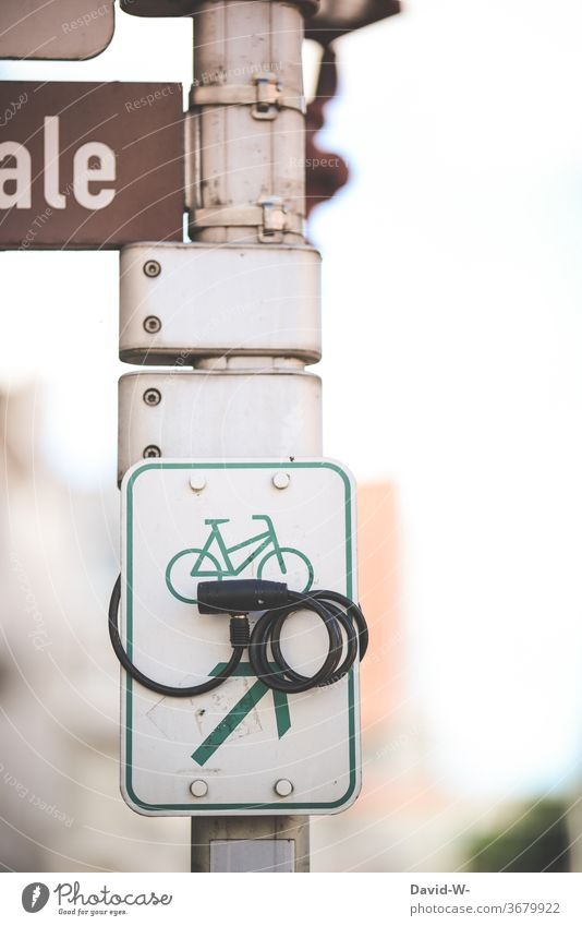 Bicycle locked completed bicycle lock Lock Wheel sign Theft Burglar-proof Insurance theft insurance anti-theft device creatively especially context concept Clue