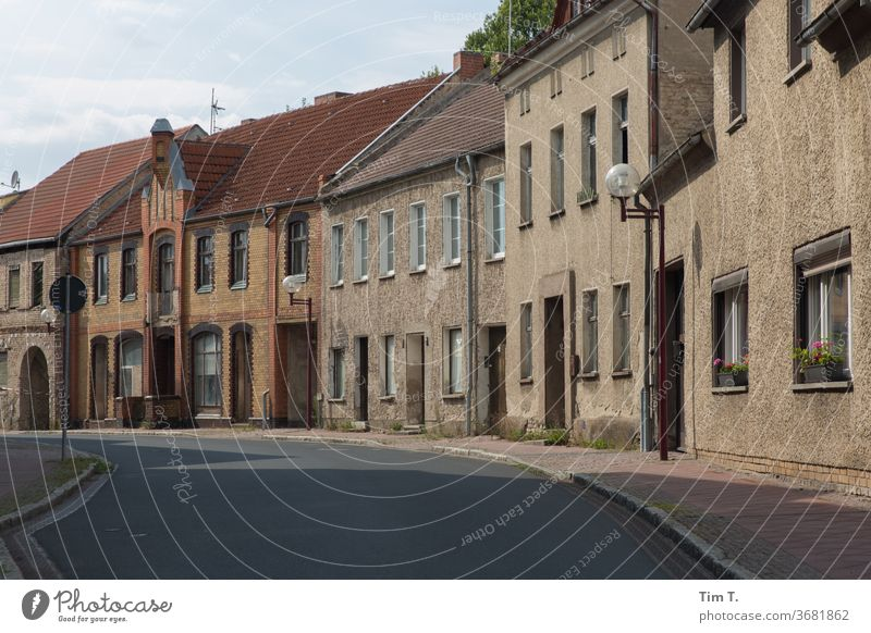 high noon Lausitz forest Brandenburg Small Town location Street Deserted Exterior shot Colour photo Germany House (Residential Structure) Day built Window