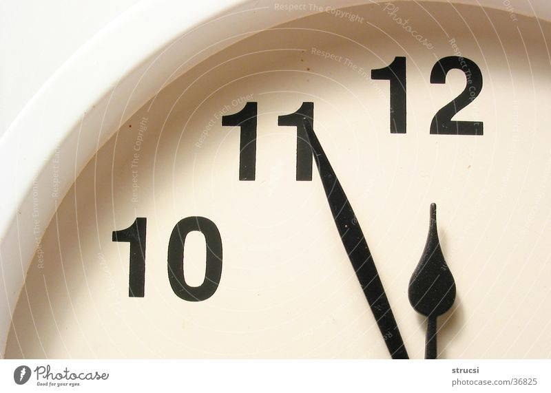 White Black Time Round Clock Digits and numbers Things 10 Late 12 Date Accuracy 11