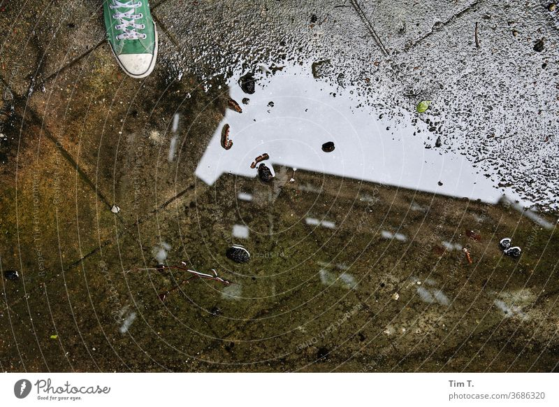 selfie Berlin Puddle Backyard Chucks Town Prenzlauer Berg Deserted Downtown Exterior shot Capital city Old town Day House (Residential Structure) Window