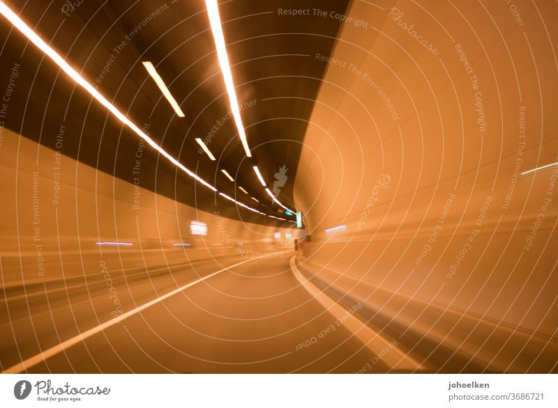 Road tunnel Tunnel Tunnel vision Intoxication Speed pull Stripe Tunnel lighting Speed rush Motoring Street Street lighting Tar Road marking Curve Lighting