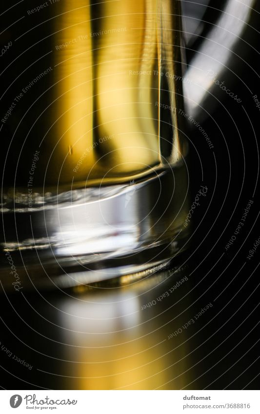 Close-up of a beer glass Beer Water jug Cheers Beverage Glass Drinking Alcoholic drinks Cold drink Beer mug Feasts & Celebrations Thirst Alcoholism