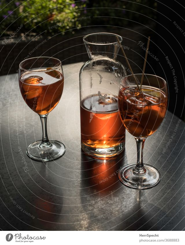 Time for an aperitif Beverage Cocktail Glass Alcoholic drinks Summer Bear Ice cube Aperol Spritz Spirits Aperitif Feasts & Celebrations Longdrink Drinking
