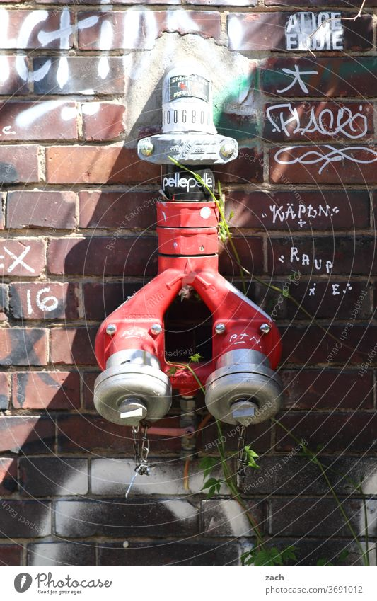 water dispenser Fire hydrant Water Facade Wall (building) Brick Red Wall (barrier) Old Graffiti built House (Residential Structure)