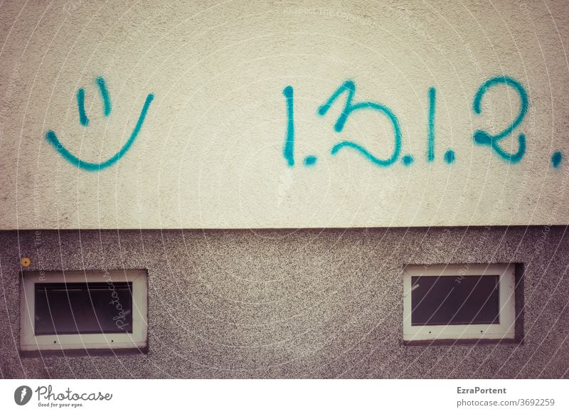 Happy to pay Facade Graffiti number Smiley Laughter Mathematics Friendliness Window Gray Joy 1 2 3 Happiness smile luck Emotions Joie de vivre (Vitality)