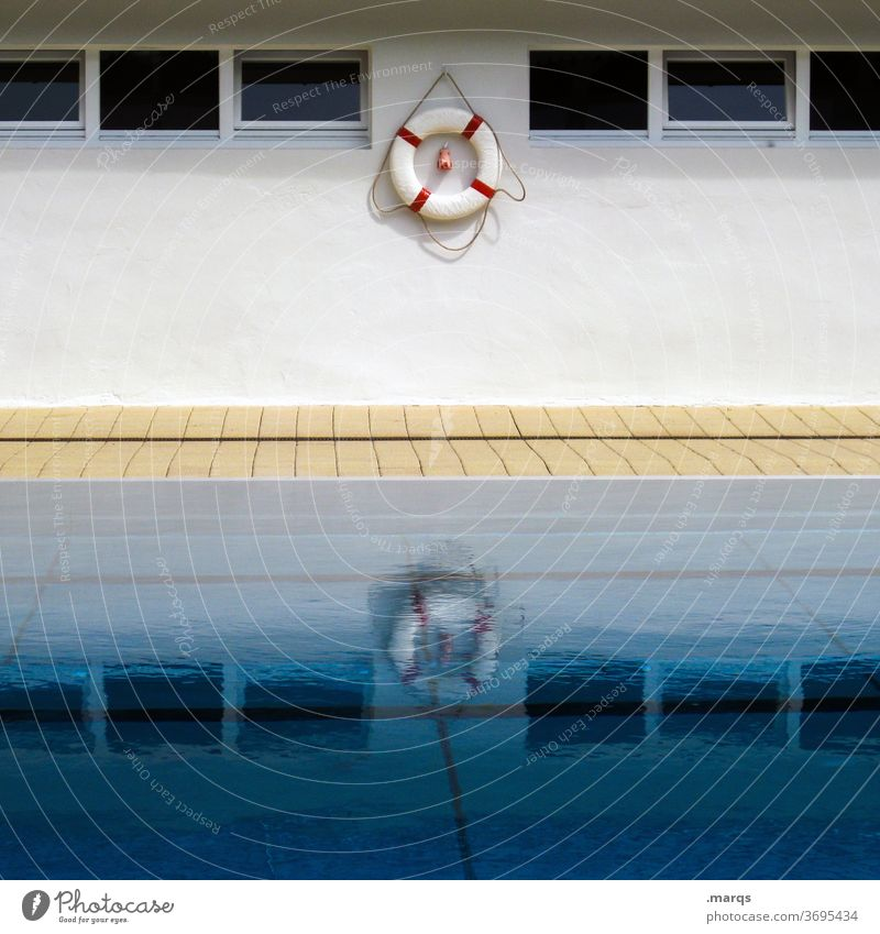 lifebelt Water reflection Wall (building) Pool border Surface of water Reflection Life belt Window Swimming pool Sports Leisure and hobbies Rescue