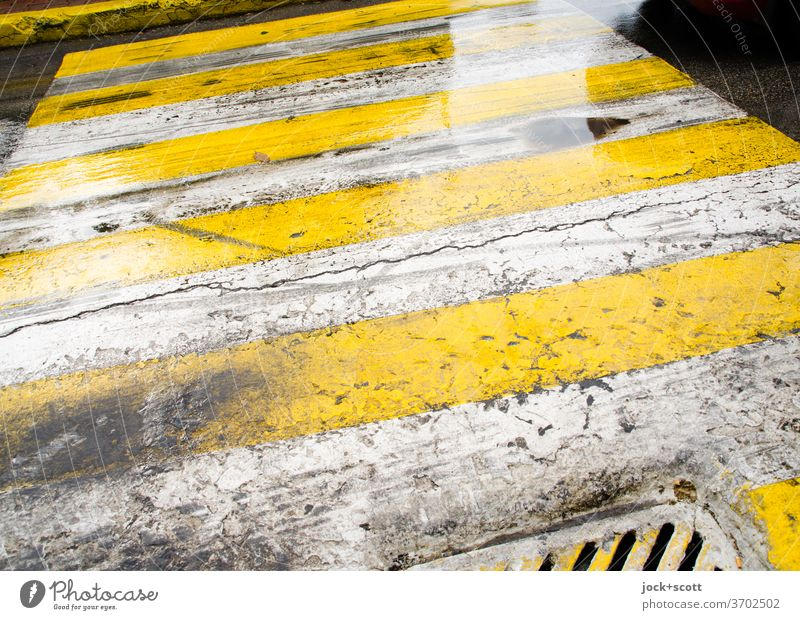 Type of crosswalk Asphalt Greek Pattern Ravages of time Lanes & trails Symmetry Under Authentic Zebra crossing Structures and shapes Stripe Signs and labeling