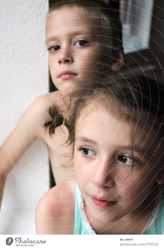 I see you Human being Masculine Feminine Girl Boy (child) Brothers and sisters Sister 2 3 - 8 years Child Infancy Brunette Blonde Authentic Brown Turquoise