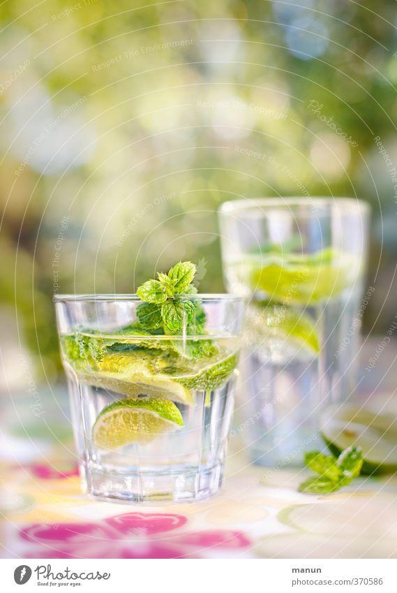 SOUR MAKES FUN Fruit Slices of lime Lemon Balm Nutrition Organic produce Beverage Cold drink Drinking water Lemonade Alcoholic drinks Longdrink Cocktail