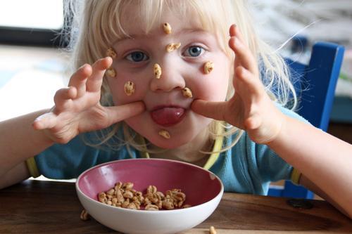 Anti-authoritarian breakfast scene Joie de vivre (Vitality) Brash free spirit Breakfast Good mood heart-warming Infancy Child stick out one's tongue show tongue